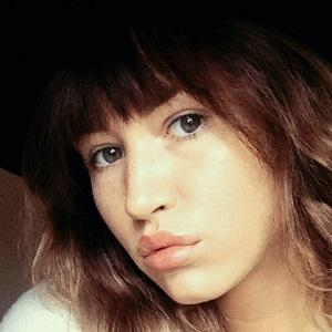 web video star Taylor Metzner - age: 22