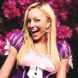 web video star Taylor Elizabeth - age: 25