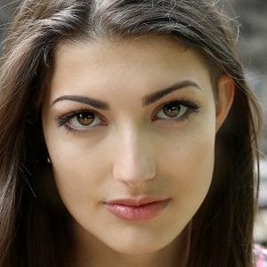 web video star Rachel Levin - age: 22