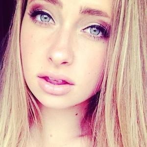 web video star SelfieC - age: 19