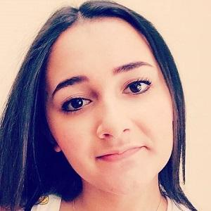 web video star Saphira Liz - age: 19