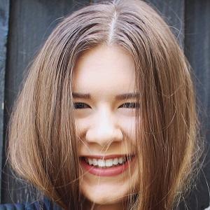 web video star Danielle Marie - age: 22
