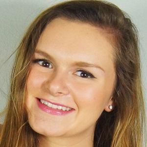 web video star Jessica Reid - age: 22