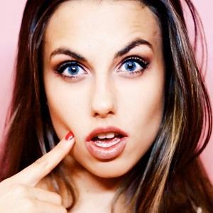 model Natalie-Tasha Thompson - age: 22