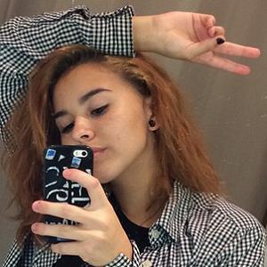 web video star Enya Umanzor - age: 18