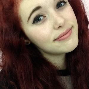 web video star Holly Laing - age: 21