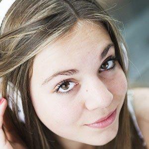 Pop Singer Laura Omloop - age: 21