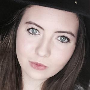 web video star Lauren Robinson - age: 21