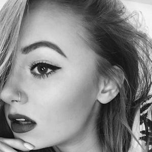web video star Carley McNutt - age: 18