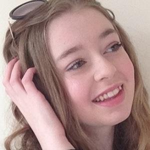 web video star Anastasia Kingsnorth - age: 16