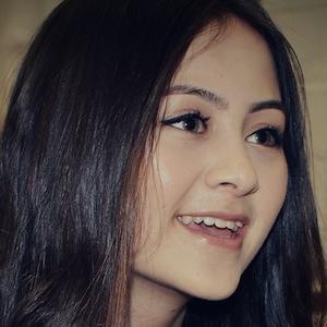 Pop Singer Jasmine Thompson - age: 16