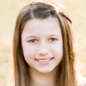 Reality Star Bella Robertson - age: 19