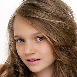 Pop Singer Sapphire - age: 17