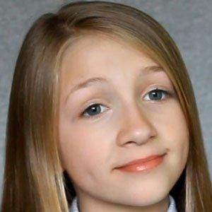 TV Actress Emma Rayne Lyle - age: 13