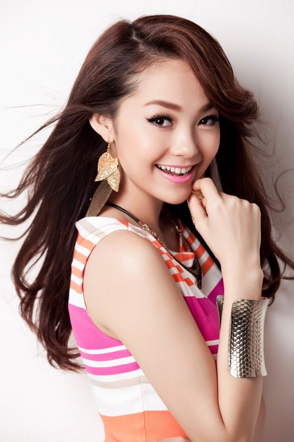Singer Minh Hang - age: 30