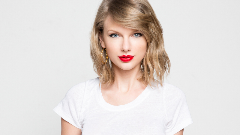 Singer Taylor Swift - age: 27