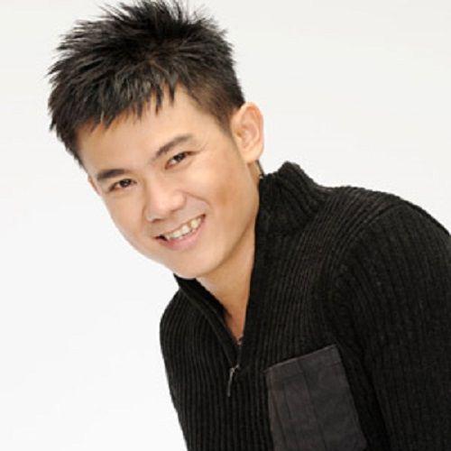 Singer Van Quang Long - age: 41