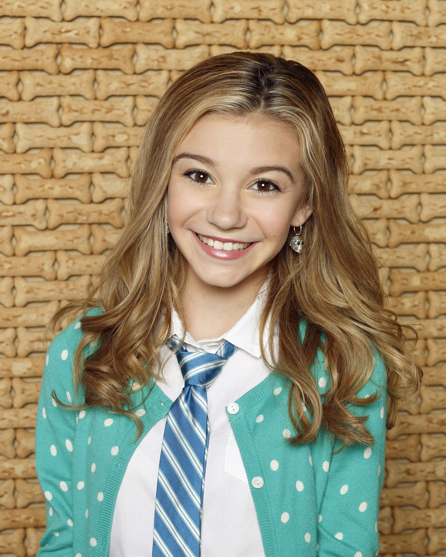 Actress G Hannelius - age: 18