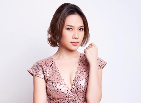Singer My Tam - age: 40