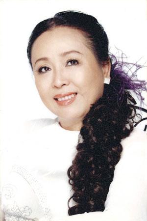 Singer Thu Hien - age: 65