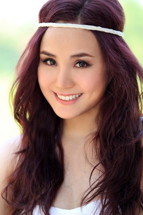 Singer Vy Oanh - age: 32