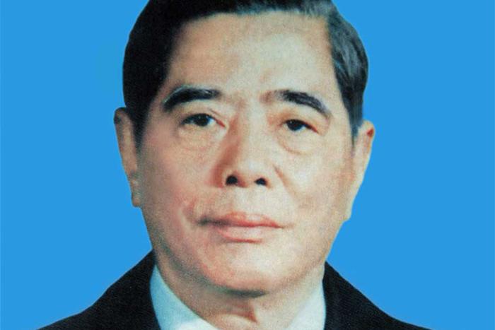 Politician Nguyen Van Linh - age: 82