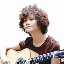 Singer Le Cat Trong Ly - age: 29