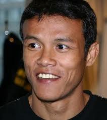 Kickboxer Orono Wor Petchpun - age: 38
