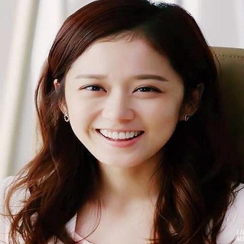 Singer Jang Na-ra - age: 36
