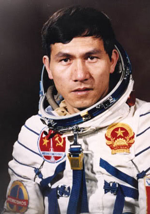Pilot Pham Tuan - age: 71