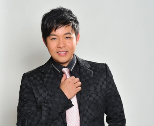 Singer Quang Le - age: 40