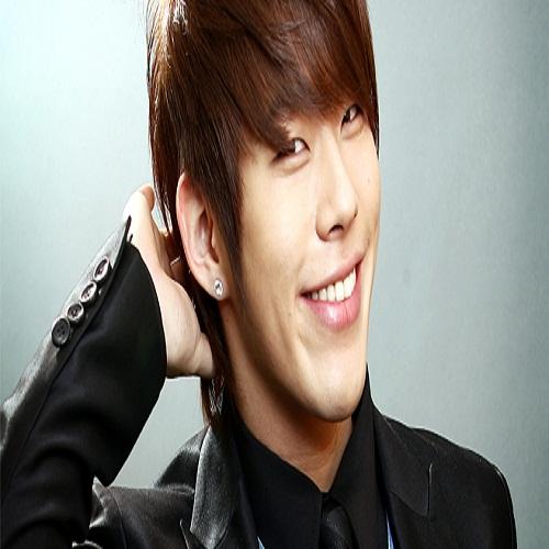 Singer Taegoon - age: 35