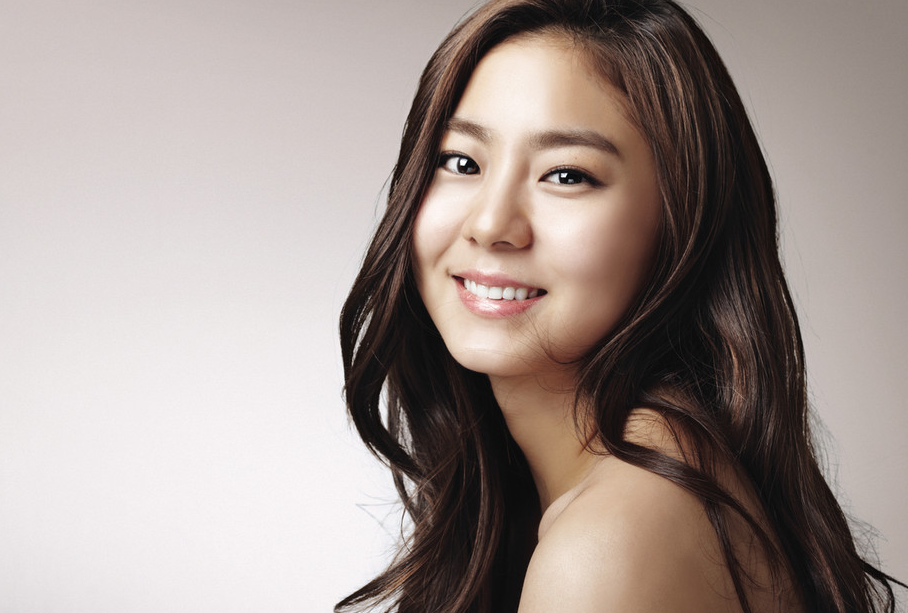 Singer Uee - age: 32
