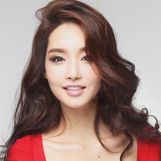 Beauty pageant Kim Yu-mi - age: 31