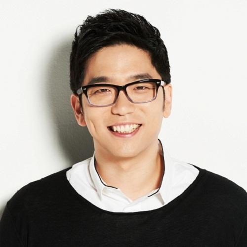 Singer Lee Juck - age: 43