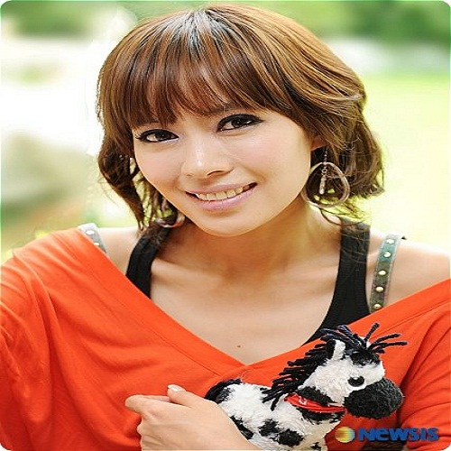 Singer Yu Chae-yeong - age: 43