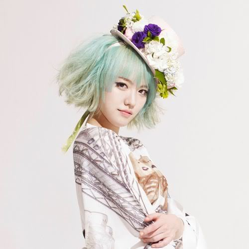Singer Lime - age: 24
