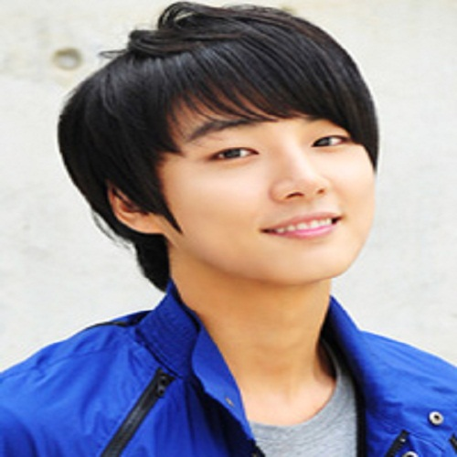 Actor Yoon Shi-yoon  - age: 34