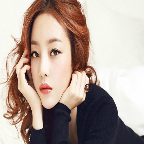 Singer Goo Ha-ra - age: 30
