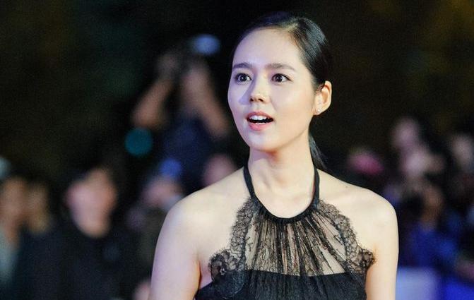 Actress Han Ga-in - age: 35