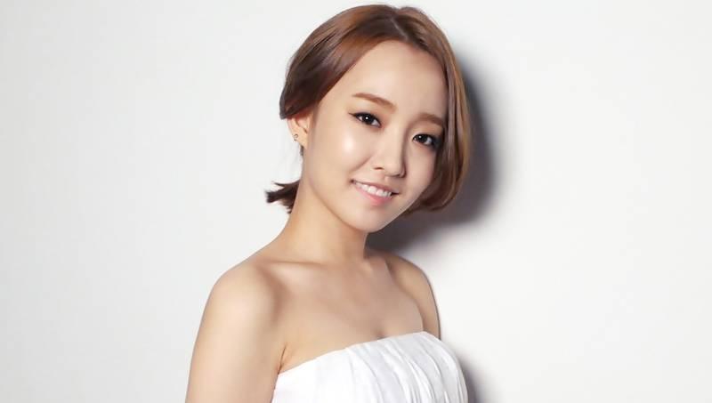 Singer Younha - age: 33