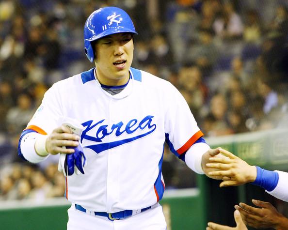 Hitter Kim Hyun-Soo (baseball) - age: 33