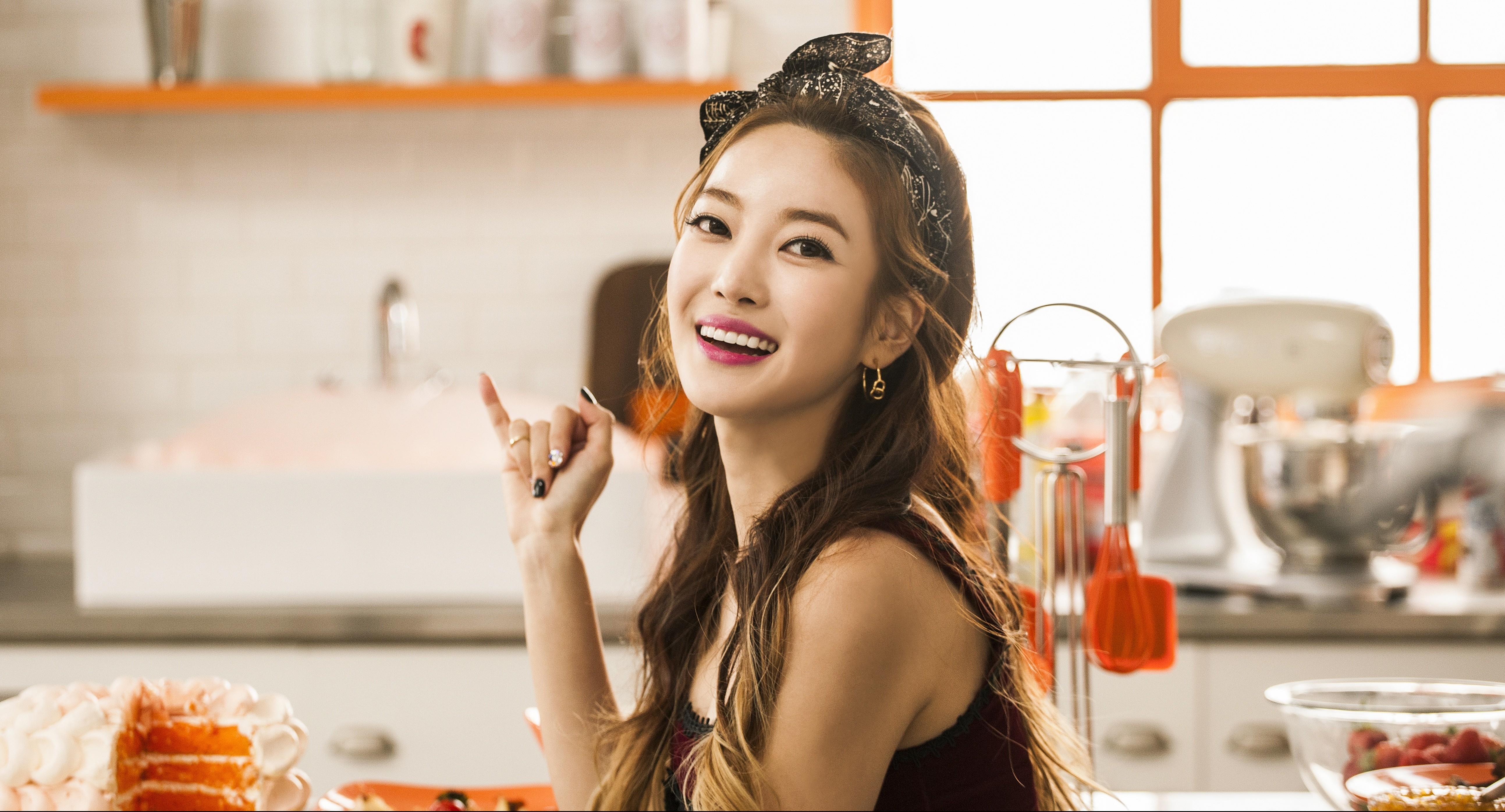 Singer NS Yoon-G - age: 33