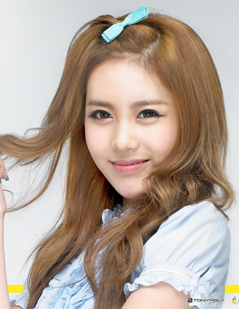 Singer Qri - age: 34