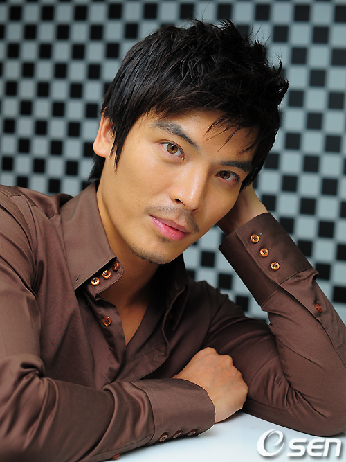 Actor Seong-oh Kim - age: 42