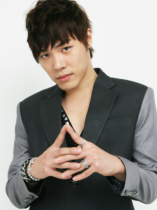 Singer Wheesung - age: 38