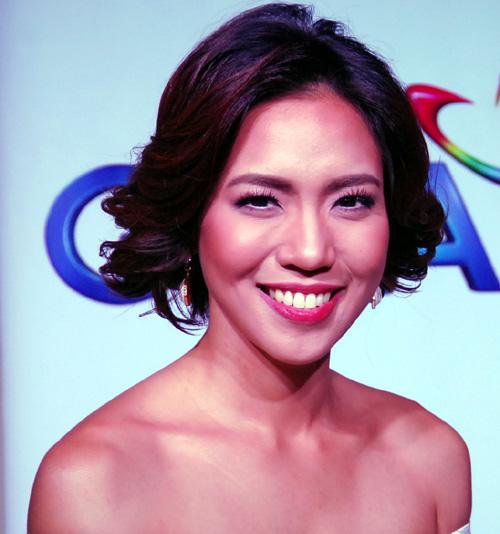Singer Aicelle Santos - age: 32