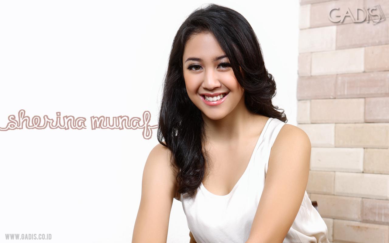 Singer Sherina Munaf  - age: 30