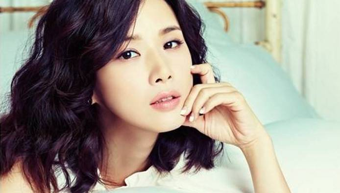 Actress Bo-young Lee - age: 42