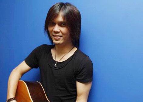 Singer Once - age: 50
